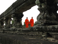 20081018164446_view--monks_of_angkor_wat