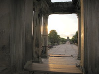 20081018171105_angkor_west_entrance