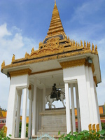 king nordoms statue and stupa Phnom Penh, South East Asia, Vietnam, Asia