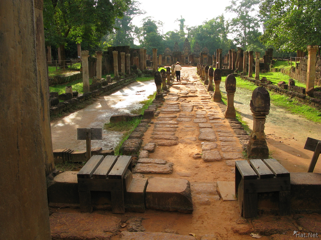 entrance to banteay srei