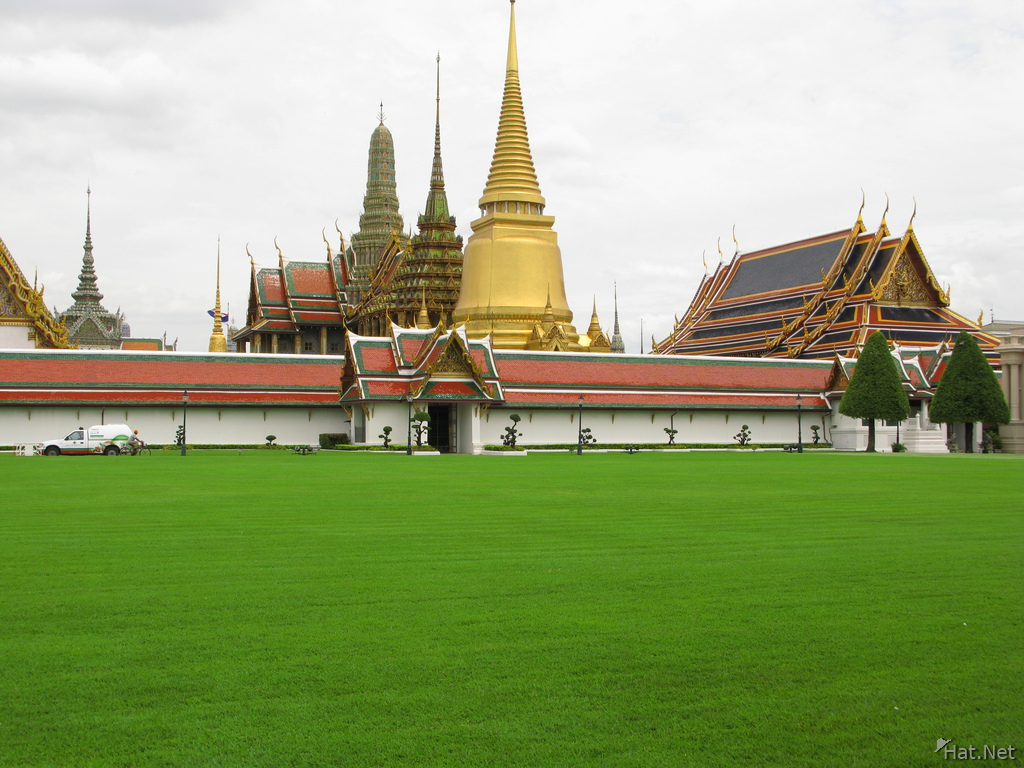 grand palace courtyard