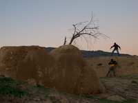 20101103172955_view--boys_near_merenid_tombs