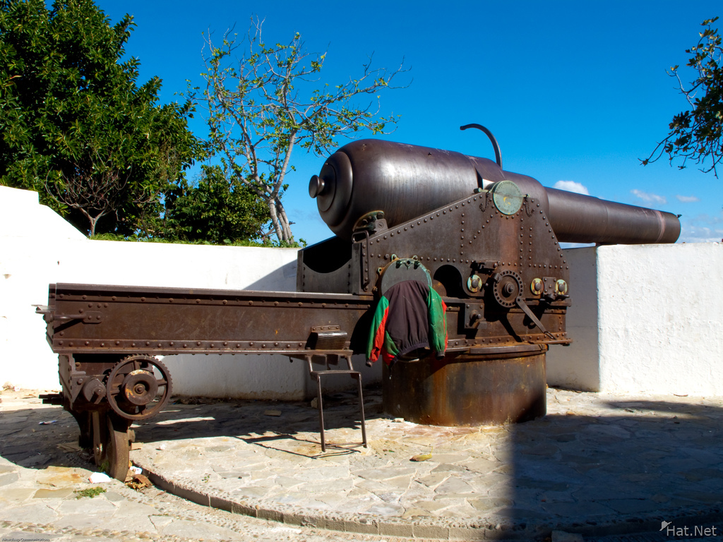 granite canon muslim 1343 spanish muslims used gunpowder against record of 22 cannon 1349 agen, record of canon throwing had a 25 inch calibre and fired a 700 pound granite ball.